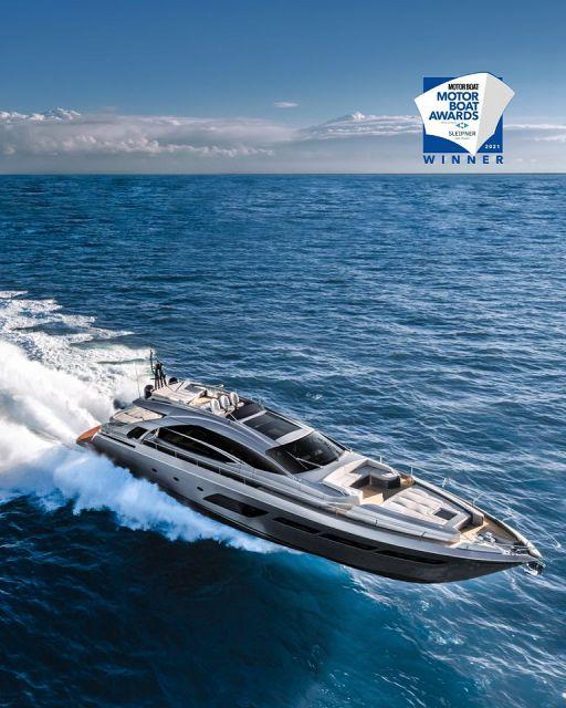 pershing-8x-motor-boat-awards.jpg
