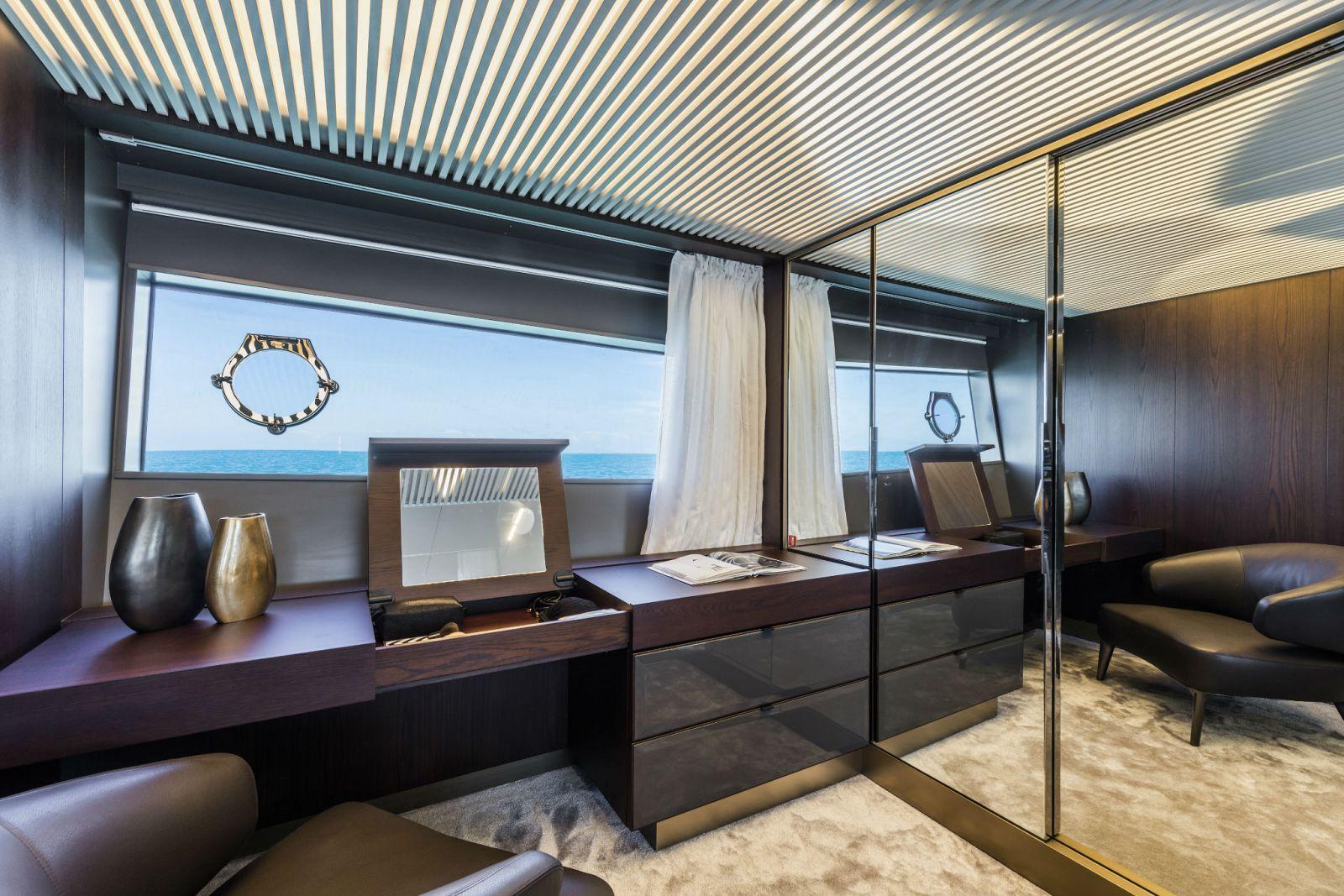 Ferretti Yachts 850 Head - New Luxury Yacht for Sale >