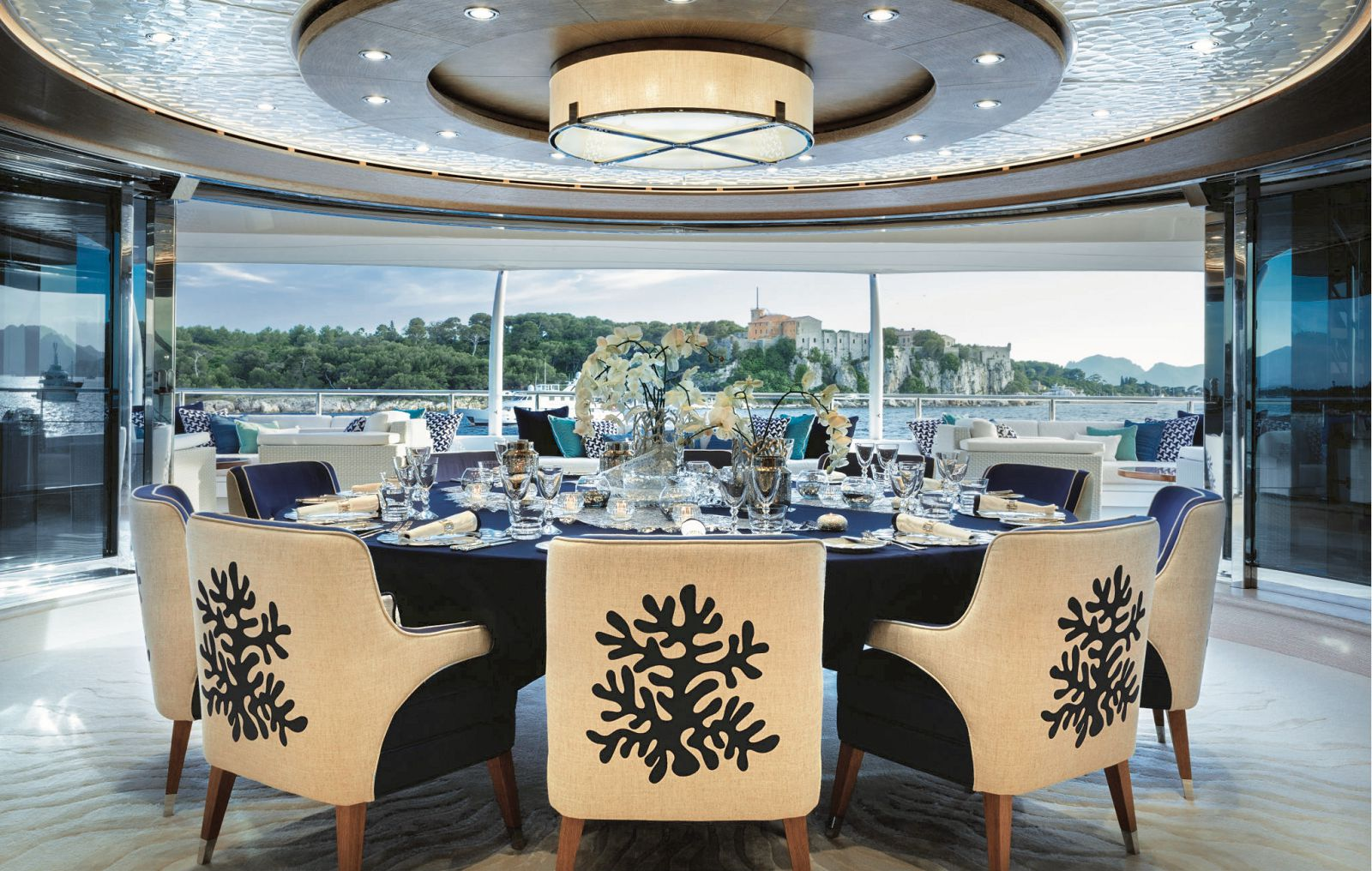 Main salong dining room with 180 views openning up to the aft deck. >