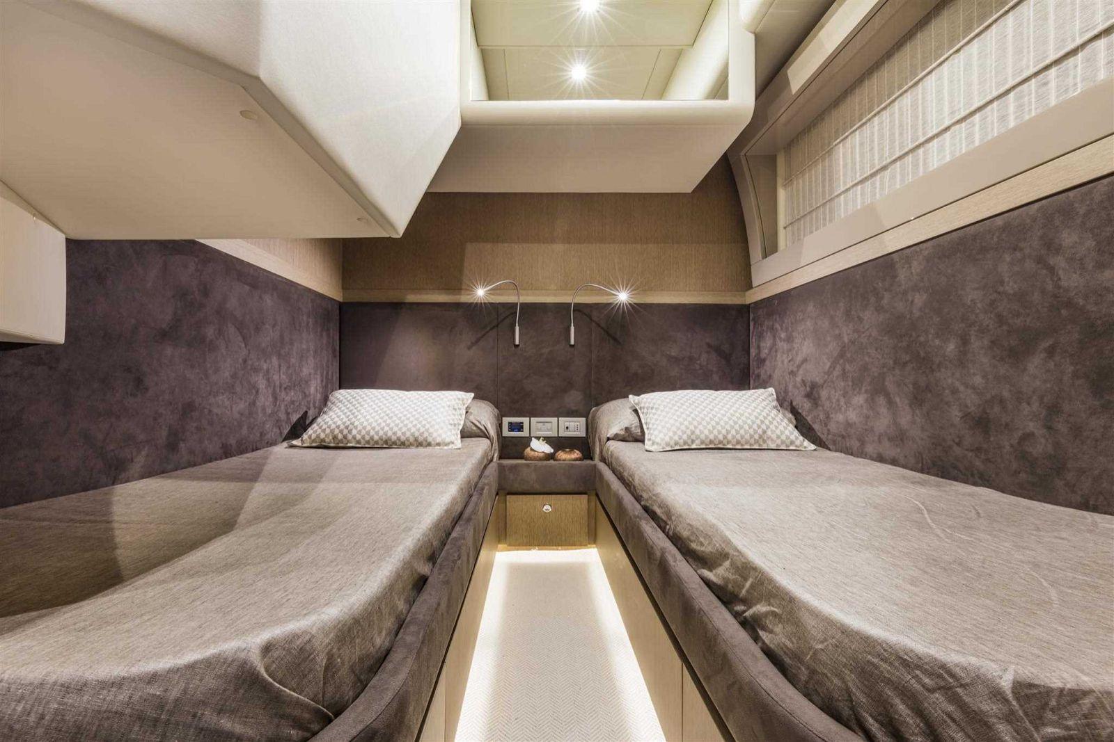 Ferretti Yachts 700 Cabin - New Luxury Yacht for Sale >