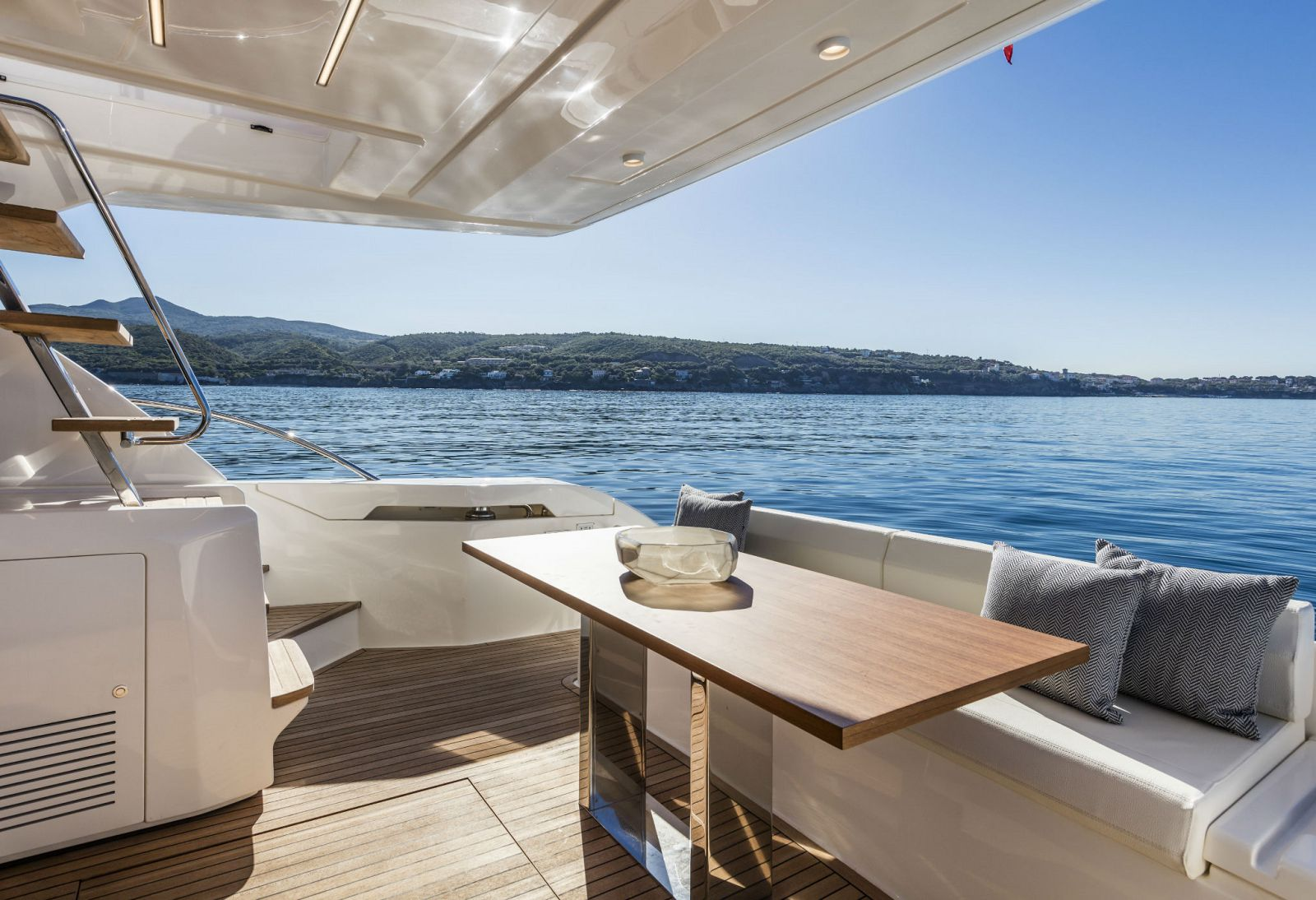 Ferretti Yachts 550 Exterior - New Luxury Yacht for Sale >